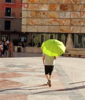 el hombre paraguas